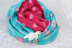 #Mode #Accessoires #Loop #Kuschelloop #Loopmania #türkis #pink #Blumen #retro Hier aus meiner Kollektion Loopmania ein zauberhafter, wärmender Loop. Eine Seite ist immer mit einem kuscheligem...
