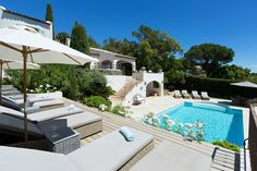 Saint_Tropez_Chenelle_VillaMatch_Outside 10 Saint Tropez, Brigitte Bardot, Beautiful Homes, Relax, Mansions, House Styles, Villas, Outdoor Decor, Holiday
