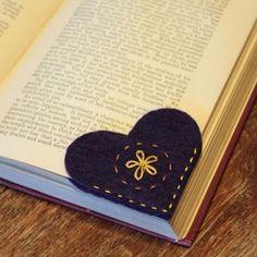 7 Things You Need to Make the Perfect Reading Nook Diy Holiday Cards, Holiday Crafts, Cool Diy, Easy Diy, Deco Mesh Garland, Felt Bookmark, Felt Crafts Diy, Handmade Felt, Diy Gifts