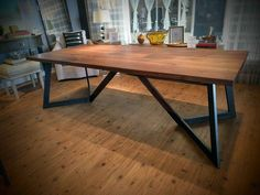37 Comfy Diy Dining Table Ideas - Home Decor Dining Table Height, Concrete Dining Table, Dining Room Table Decor, Dining Table Legs, Diy Table, Dining Rooms, Slab Table, Wooden Dining Table Designs, Wooden Dining Tables