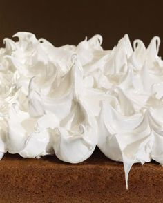 Seven-Minute Frosting Recipe Everyone Should Know! A delicate flavor and light texture keep this Classic Seven-Minute Frosting from being overwhelming. Coconut cake or lemon meringue cake are excellent bases for this frosting. Deco Cupcake, Cupcake Cakes, Fondant Cakes, Classic Frosting Recipe, Classic Recipe, Icing Frosting, Chocolate Frosting, Whipped Frosting, Buttercream Recipe