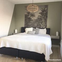 Accent wall plus! Bedroom Green, Bedroom Inspirations, Bedroom Colors, Modern Bedroom, Green Rooms, Bedroom Interior, Home Decor, Bedroom Color Schemes, Small Bedroom