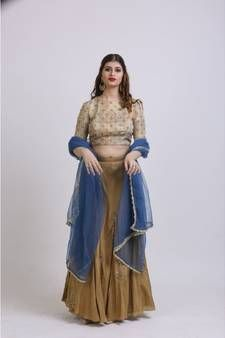 Shop stylish Gold Lehengas at exciting discounted range from our wide collections of designer Gold Lehengas with fast shipping worldwide and easy return process Coral Pink, Pink And Gold, Gold Lehenga, Lehenga Online, Lehenga Style, Ghagra Choli, Looking To Buy, Lining Fabric, Embroidered Silk