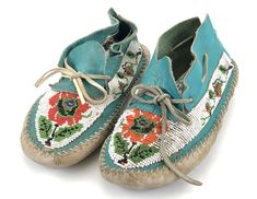 Lot - Pair of Native American Beaded Buckskin Moccasin Source by doubledranchwear You might feel tha Native American Moccasins, Native American Beadwork, Bead Loom Bracelets, Murano Glass Beads, Leather Moccasins, Day Bag, Ceramic Beads, Loom Beading, How To Make Beads