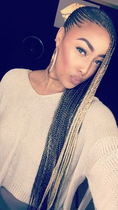 Tuto tresse sur le cot africaine coiffure longue nattes blondes braids going to the side african braids near me braids hairstyles 2019 pictures braids with rings braids and curls updo braids bob hairstyles 2018 pictures cheap bridesmaids gifts Box Braids Hairstyles, Lemonade Braids Hairstyles, My Hairstyle, African Hairstyles, Black Women Hairstyles, Hairstyles 2018, Ladies Hairstyles, Hairstyle Ideas, Female Hairstyles