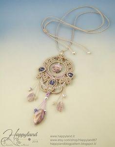 Mystical pendant, macramè tutorial, 51 photos step by step - - Macrame Jewelry Tutorial, Macrame Art, Beaded Jewelry Patterns, Macrame Patterns, Micro Macrame Tutorial, Swarovski, Collar Macrame, Macrame Earrings, Drop Earrings