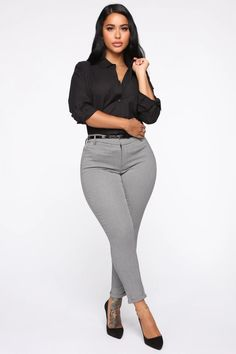 You Got Me Workin' Crop Pants - Black/White – Fashion Nova Business Professional Outfits, Business Casual Outfits For Women, Office Outfits Women, Business Casual Attire, Business Formal, Business Suits, Professional Women, Business Fashion, Business Chic