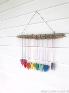 Rainbow Heart Wall Hanging - Crayola Model Magic Summer Project - Summer Project Ideas - DIY Wind Chimes and Wall Hanging with rainbow Twine Cadeau Parents, Diy Projects To Try, Project Ideas, Diy Wind Chimes, Homemade Wind Chimes, Model Magic, Heart Crafts, Heart Wall, Rainbow Heart