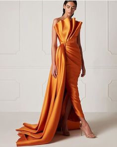 Spring/Summer 2019 – Hamda Al Fahim Look Fashion, High Fashion, Fashion Design, Couture Dresses, Fashion Dresses, Belle Silhouette, Evening Dresses, Formal Dresses, Mode Outfits
