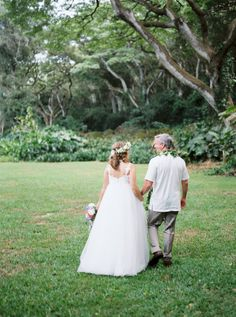 A sentimental Waimea Valley wedding on Oahu Island in Hawaii. Beautiful bride Michelle was expecting at this time and her ethereal tulle gown looked perfect Waimea Valley, Tulle Gown, Hawaii Wedding, Oahu, Beautiful Bride, Wedding Venues, Alice, Flower Girl Dresses, Wedding Photography