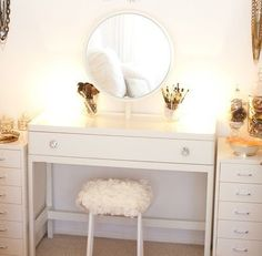 Glitter Guide/Style at Home/The Life Styled/Photos By Sarah Yates Beauty Room My New Room, My Room, Rangement Makeup, Deco Design, Design Design, Beauty Room, Home Fashion, Apartment Living, Living Room