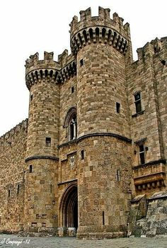 Medieval City of Rhodes, Greece: Entrance gate to the Grand Master's Palace (of the Order of the Knights of Rhodes / Order of Hospitallers)Castle Chateau Medieval, Medieval Castle, Places To Travel, Travel Destinations, Places To Visit, Photo Chateau, Templer, Carl Sagan, Beautiful Castles