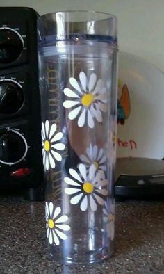 Skinny tumbler, daisy view