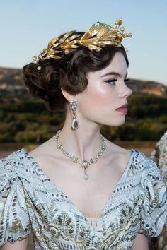 Dolce & Gabbana Stage an Epic Alta Moda Show in Sicily's Valley of the Temples - Vogue Dolce & Gabbana, Haute Couture Looks, Sarah Jessica Parker, Christian Lacroix, Moda Aesthetic, Coral Colored Dresses, Mary Kate Olsen, Coral Jewelry, White Gowns