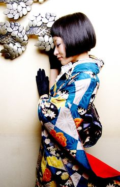 Japanese model in furisode kimono. Traditional Kimono, Traditional Fashion, Traditional Dresses, Kimono Japan, Japanese Kimono, Furisode Kimono, Modern Kimono, Kimono Design, Summer Kimono
