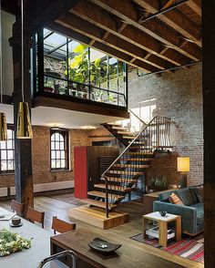 Fall in Love With This Industrial Loft Design! Fall in Love With This Industrial Loft Design! Vintage industrial style d Loft Estilo Industrial, Industrial Interior Design, Vintage Industrial Furniture, Industrial House, Home Interior Design, Industrial Style, Industrial Loft Apartment, Industrial Kitchens, Industrial Lamps