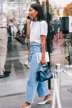 10 white tee outfit formulas: White Tee + Wide Leg Belted Denim + Silver Mules. More on the blog now!