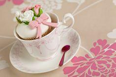 Vintage teacup cupcakes