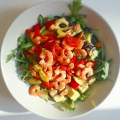 Sunny salad with shrimps and veggies