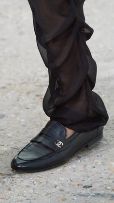 Highlights of Paris Fashion Week 2020 :: This Is Glamorous Chanel Loafers, Chanel Pumps, Loafers Men, Raf Simons, Chanel Slipper, Valentino Garavani, Vogue Paris, Sock Shoes, Moda Masculina