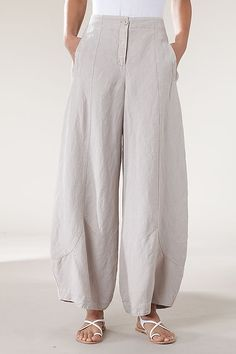 I want pants. Not just any pants, but glorious linen pants with personal flare and fabulous fit. I want to be able to walk around in clothes I made that look awesome, so I can better advocate for t… Boho Fashion, Fashion Outfits, Womens Fashion, Fashion Design, Trendy Fashion, Mode Style, Style Me, Beautiful Outfits, Cool Outfits
