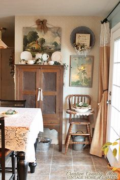 Creative Country Mom: Light and Bright Cottage Eat-In Kitchen