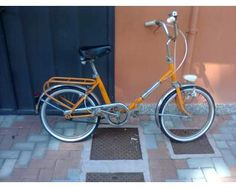 la bicicletta pieghevole con le ruote piccole