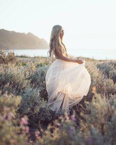 #weddingchicks is endless wedding inspiration, HOW-TOS, free printables & wedding ideas ♥ #WCdreamdress #WCengaged weddingchicks.com ➳ weddingchicks