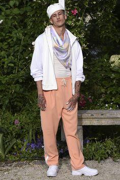 Pigalle presented its Spring/Summer 2017 collection during Paris Fashion Week. Vogue Paris, Men's Collection, Summer Collection, Pigalle Paris, Urban Fashion, Mens Fashion, Mens Trends, Gq Magazine, Photos Du