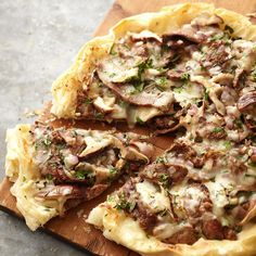 Steak and Mushroom Phyllo Pizza- Phyllo dough comes to life as thin, flaky pizza crust in this tasty pizza topped with red onion, mushrooms, sirloin steak, and mixed fresh herbs. Best Picture For homemade pizza For Your Steak And Mushrooms, Stuffed Mushrooms, Stuffed Peppers, Thin Crust Pizza, Cauliflower Crust Pizza, Healthy Pizza Recipes, Beef Recipes, Vegetarian Pizza, Healthy Meals