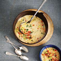 Préparation: 15minutes Cuisson: 30minutes 6portions Ingrédients 2c. à soupe de beurre 2branches de céleri, hachées 2 carottes, hachées 1 oignon, haché 2c. à soupe de farine tout usage 1c. à thé de sel 3 pommes de terre Yukon Gold, coupées en cubes de 1cm (1/2po) 1/4tasse (60ml) de vin blanc sec 3 tasses (750ml) de …