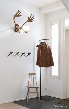 De kapstok is eigenlijk te mooi om verstopt te worden onder een paar jassen.   Meer wooninspiratie op mijn interieurblog http://www.interieurinspiratie.nl/