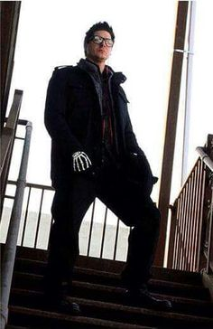 Zak Bagans tryna be like Frank Iero with the skeleton gloves  i see what u doin