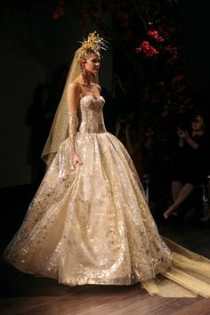 Naeem Khan fw2016 amazing gown Sparkly Wedding Gowns, Naeem Khan Bridal, Dressing, Couture, Fall 2016, Style Guides, Bridal Dresses, Wedding Styles, Ball Gowns