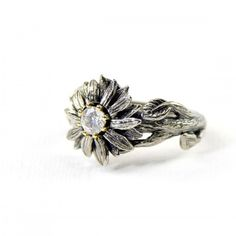 The most widespread of engagement customs is the groom presenting his bride to be with a ring. Many often, the engagement ring is a diamond ring. However, diamonds are not the only jewels utilized in engagement rings. Sunflower Ring, Sunflower Necklace, Sunflower Jewelry, Jewelry Art, Jewelry Rings, Women Jewelry, Daisy Jewellery, Silver Jewelry, Silver Engagement Rings