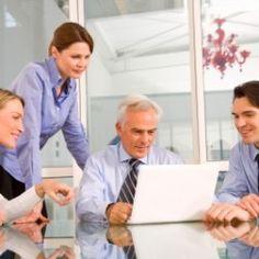 GoToMeeting es una plataforma online creada por la empresa Citrix, que tiene por objeto permitir a empresarios realizar reuniones en línea con clientes, proveedores, socios y colaboradores; sin importar el lugar donde estén.  Cuenta con una versión Free y una de Pago. En esta ocasión queremos hablar de cómo puedes usar la versión Free.  Características Versión Free GoToMeeting Reunión hasta con 3 personas Permite pantalla compartida Es Gratis y sin Registros. ¿Cómo puede usar GoToMeeting una…