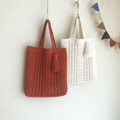 Basket bag diy yarns ideas for 2019 Crochet Clutch, Crochet Handbags, Crochet Purses, Crochet Gifts, Diy Crochet, Pouch Pattern, Modern Crochet, Knitted Bags, Handmade Bags
