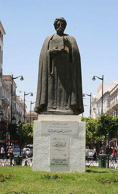 生誕地のチュニスに建立されたイブン・ハルドゥーンの銅像。 Ibn Khaldoun-Kassus ◆チュニジア - Wikipedia http://ja.wikipedia.org/wiki/%E3%83%81%E3%83%A5%E3%83%8B%E3%82%B8%E3%82%A2 #Tunisia