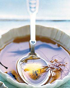 Chili-Vanille-Öl - Herzhafte Geschenke aus der Küche: Essig, Öl & mehr - [LIVING AT HOME]