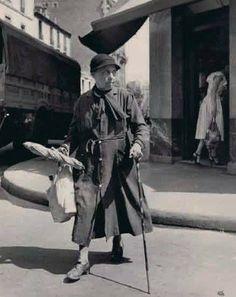 La baguette de pain, Paris, by Ilse Bing, 1950