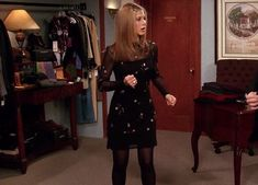 """Rachel Green """"The Fashion Icon"""" of F. So, here is the best Rachel Green's Outfit to remind all from F. Rachel Green Outfits, Rachel Green Mode, Friends Rachel Outfits, Estilo Rachel Green, Rachel Green Style, Friend Outfits, Girl Outfits, All Black Dresses, Nice Dresses"""