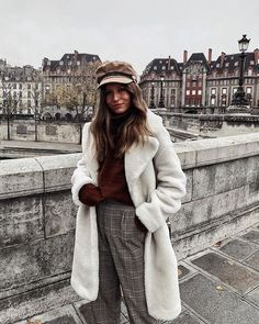 Want to feel like a queen? This long faux fur elevates your style to the next level 👸 Long Beige Faux Fur Coat with pockets on the side. Winter Looks, Beige Faux Fur Coat, Fur Coat Outfit, Winter Outfits, Casual Outfits, Inspiration Mode, Autumn Winter Fashion, Autumn Style, Fall Fashion