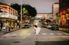 Real wedding, real bride, wedding gown, bridal gown, street scene, kiss, ivory