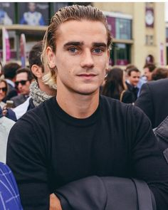 Such a handsome man - - Antoine Griezmann, Football Love, Football Players, Cristiano Ronaldo, Ibrahimovic Wallpapers, Sports Celebrities, Gareth Bale, Lionel Messi, Fc Barcelona