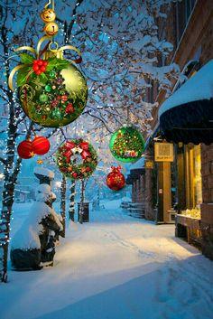 Christmas scene - X mas Christmas Scenery, Noel Christmas, Vintage Christmas Cards, Christmas Pictures, Winter Christmas, Christmas Lights, Christmas Decorations, White Christmas Snow, Illustration Noel