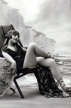 I love love love this super vintage pin up girl....