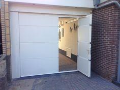 Onderhoudsvrije sectionaaldeur met loopdeur, volledig geïsoleerd en uitgevoerd in RAL kleur naar keuze. Bekijk deze sectionaal garagedeur met loopdeur »