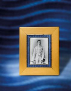 FABERGÉ – An enamelled picture frame,