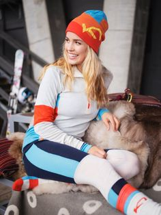 Vossa Collectie - Soft as silk, but warm as a sheep. Bright and energetic wool base layer that supplies serious warmth to active girls.