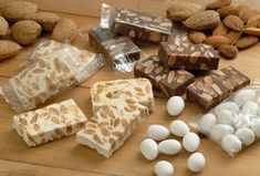 The most popular dessert during the Spanish Christmas season. There are many different types, but generally it is made with nougat, almonds, and hazelnuts. Cuban Cuisine, Spanish Cuisine, Spanish Food, Christmas In Puerto Rico, Traditional Christmas Food, Delicious Desserts, Dessert Recipes, Spanish Christmas, Puerto Rico Food